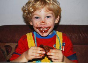 Jak przekonać dziadków, byniedawali dziecku słodyczy